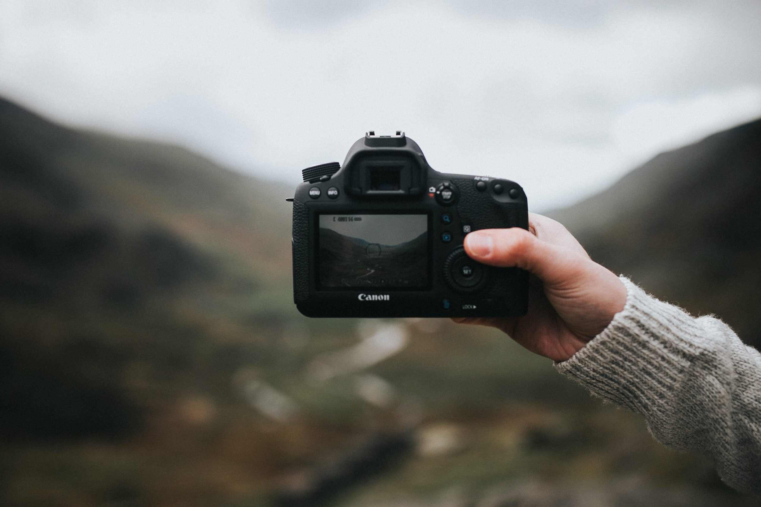 Best Netflix photography documentaries. Taking a picture.